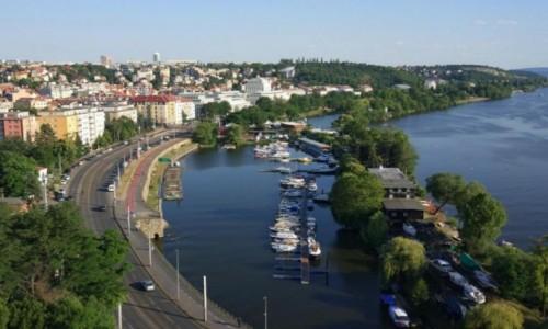 CZECHY / zachód Czech / Praga / Widok na marinę z Wyszehradu