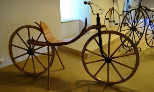 Zdjecie CZECHY / Pardubický kraj / Nové Hrady / Muzeum cyklistyki - drewniany rower