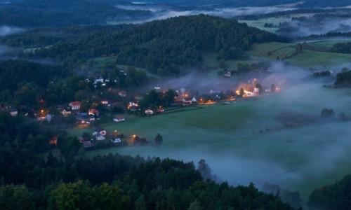 Zdjecie CZECHY / Czeska Szwajcaria / Jetrichovice / Przed wschodem