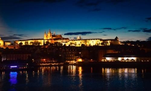 Zdjecie CZECHY / Praga / Most Karola / Hradczany nocą