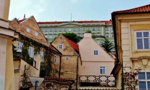 Zdjęcie CZECHY / Kraj środkowoczeski / Praga / Praska zabudowa czyli bałagan w kadrze