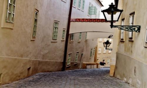 Zdjęcie CZECHY / Kraj środkowoczeski / Praga / Praskie uliczki