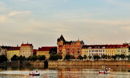 Zdjęcie CZECHY / Kraj środkowoczeski / Praga / Nad Wełtawą