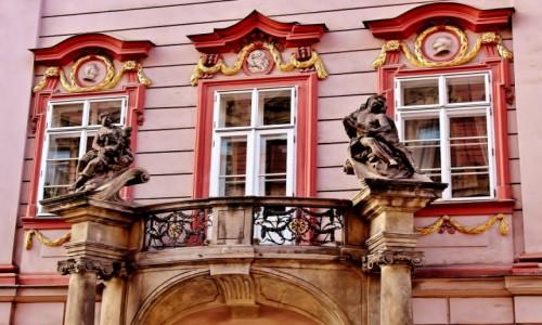 CZECHY / Kraj środkowoczeski / Praga / Detale praskich kamienic