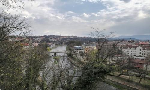 Zdjecie CZECHY / kraj morawsko-śląski / Góra zamkowa / Olza - rzeka graniczna