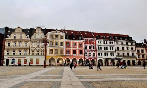 CZECHY / Kraj liberecki / Liberec / Kamieniczki w rynku