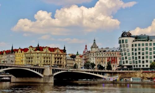 Zdjecie CZECHY / Kraj środkowoczeski / Praga / Nad Wełtawą