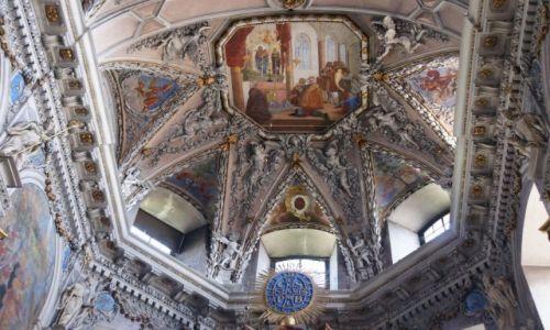 Zdjęcie CZECHY / Skalne Miasta / Broumov / Sklepienie klasztoru w Brumowie, detal I
