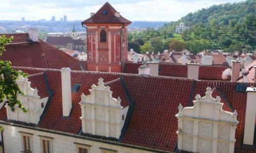 Zdjecie CZECHY / Praga / wieża / nad dachami
