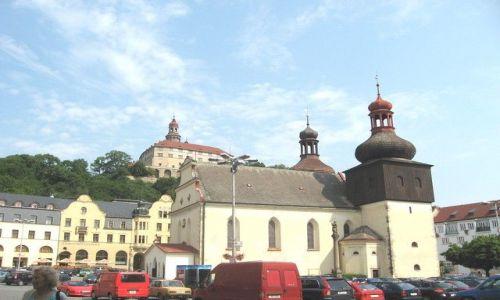 Zdjęcie CZECHY / Hradecki Kraj / Nachod / Rynek z kościołem i zamek