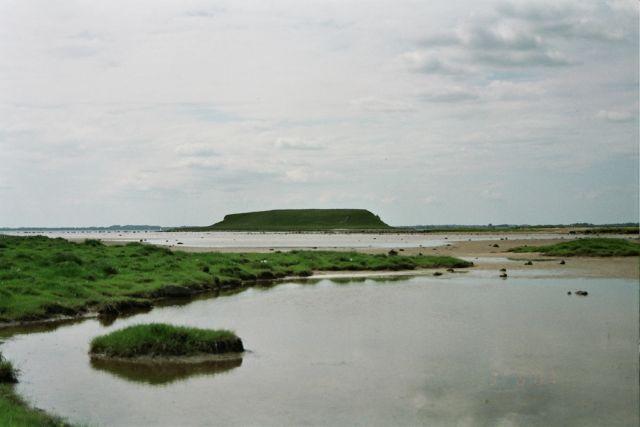 Zdjęcia: tajemnicza niby wysepka - a niby polwysep wylaniajacy sie na wschodniej stronie wybrzeza f, Fiord morza Polnocnego w Roskilde, Na Zelandii w Danii, fiord w Roskilde i tajemnicza wyspa, DANIA