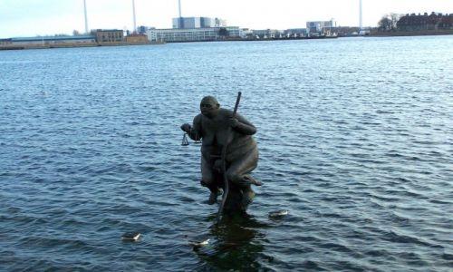 Zdjęcie DANIA / Sjeland / Kopenhaga / Coś w wodzie