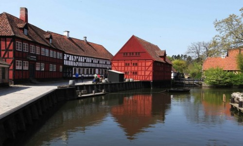 Zdjecie DANIA / Aarhus / Stare Miasto / Nad kanałem