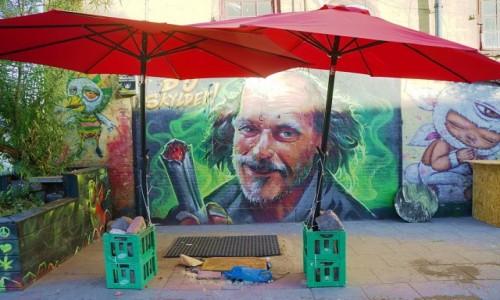Zdjęcie DANIA / Kopenhaga / Christiania, dzielnica półautonomiczna / Pod parasolem władzy