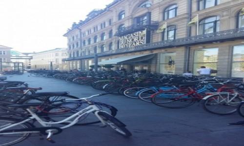 Zdjecie DANIA / Dania / Dania / Parking przed sklepem w Kopenhadze