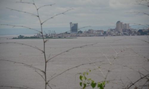 Zdjęcie DEMOKR. REPUBLIKA KONGA / Stolica / Kinszasa / Z drugiej strony brzegu