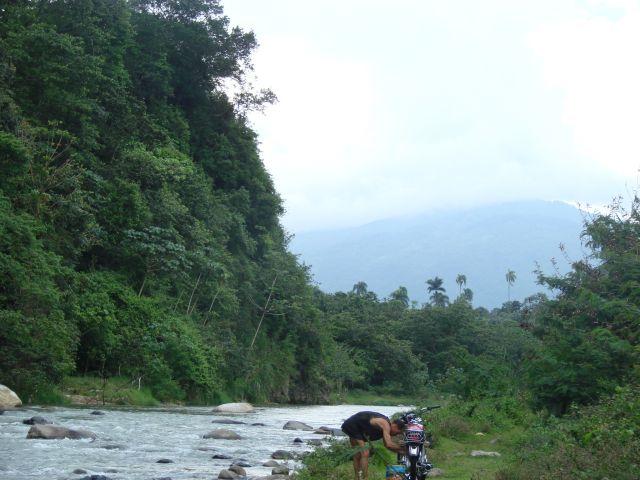 Zdjęcia: okolice Jarabacoa, naprawiamy swój motor, DOMINIKANA