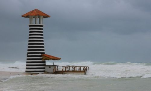 DOMINIKANA / wybrzeże południowe / Punta cana / Huragan Isaac nadchodzi