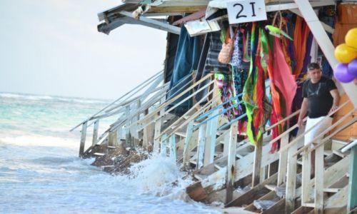Zdjęcie DOMINIKANA / Punta Cana / Plaża Bavaro / stragan nad oceanem
