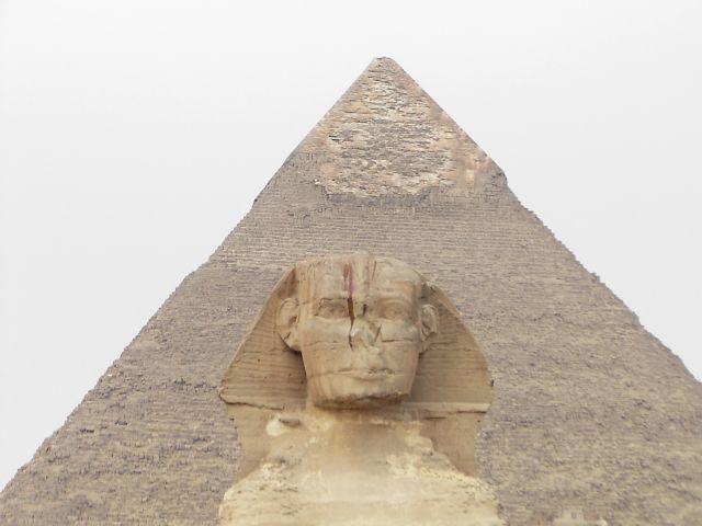 Zdjęcia: Giza - Sfinks z piramidą Hefrena w tle, Giza, EGIPT