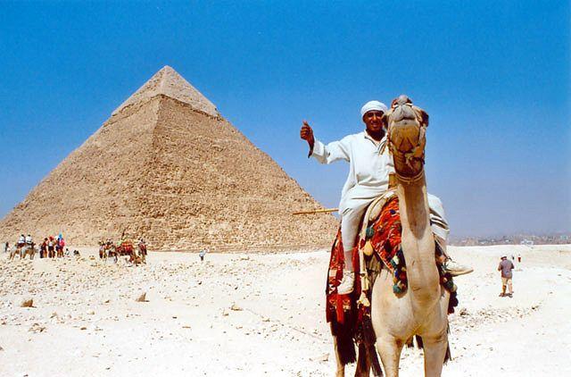 Zdjęcia: Giza, Pod piramidami, EGIPT
