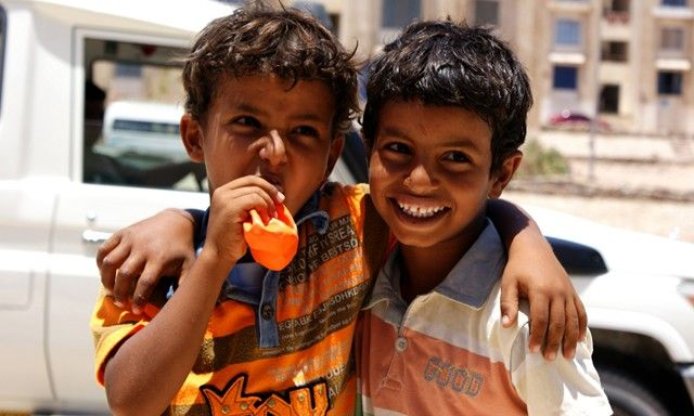 Zdjęcia: Dahab, Dahab, I jeszcze raz radość chłopaczków z baloników pewnego banku(którego notabene nielubię), EGIPT