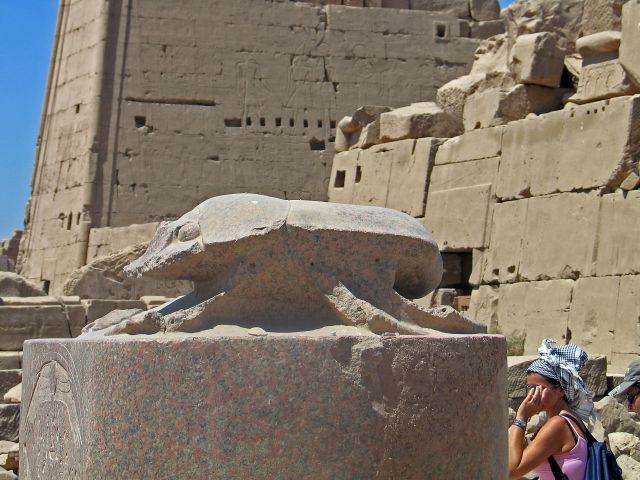 Zdjęcia:  Karnak okolice Luksoru, Skarabeusz szczęścia, EGIPT