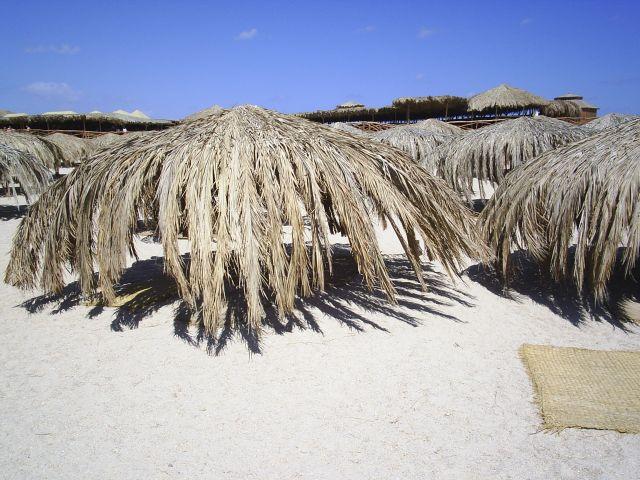 Zdjęcia: Wyspa Giftun, Hurgada, Palmowa knajpa, EGIPT