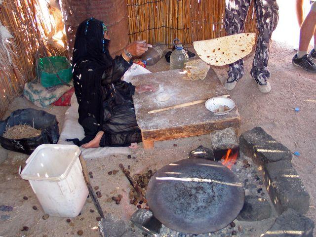 Zdjęcia: Hurgada, Śniadanko u Beduinki, EGIPT