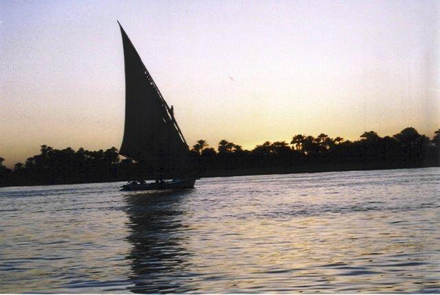 Zdjęcia: okolice Luksoru, Egipt południowy, po zachodzie słońca, EGIPT