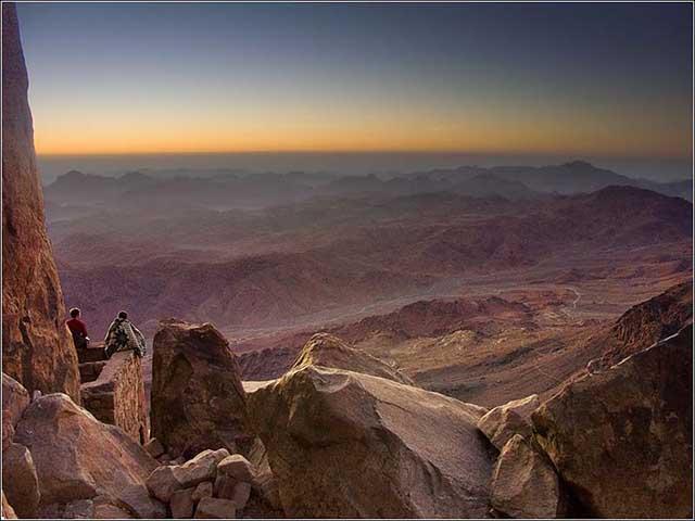 Zdjęcia: Góra Synaj, Półwysep Synaj, Wypatrując świtu..., EGIPT