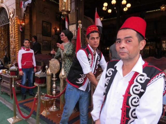 Zdjęcia: Kair, Afryka, cafe lord kelnerzy, EGIPT