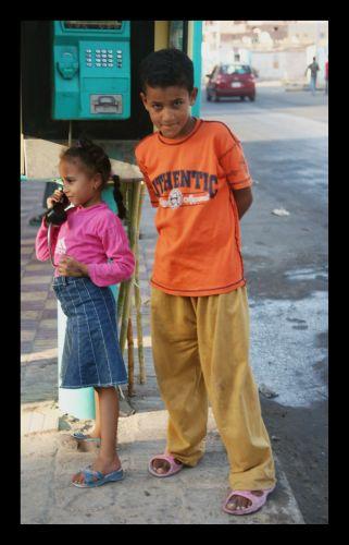 Zdjęcia: dzielnica portowa, hurghada, hanging up on the telephone, EGIPT