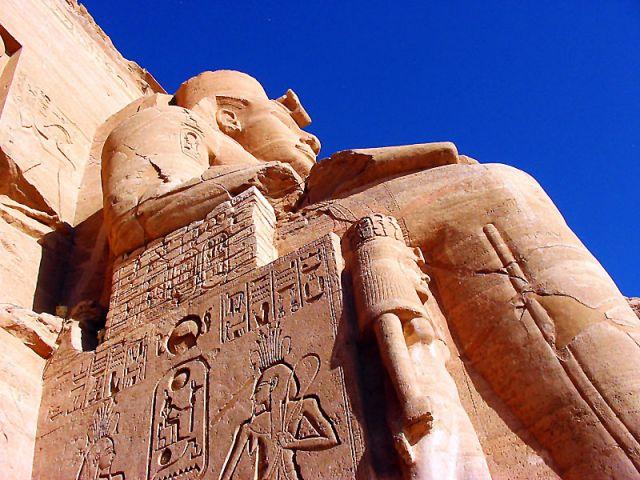 Zdjęcia: Abu Simbel, posąg Ramzesa, EGIPT