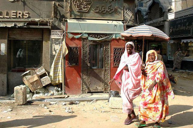 Zdjęcia: bazar Chan al Chalili, Kair, parasol i dwie szczęśliwe kobiety :), EGIPT