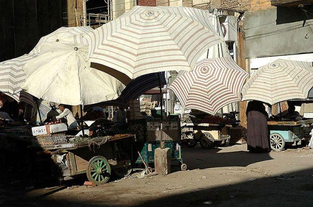 Zdjęcia: targ, Asuan, parasole na targu, EGIPT
