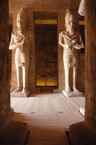 Zdjęcia: Nubia, poniżej zwrotnika Raka, główny hall swiatyni Abu Simbel, EGIPT
