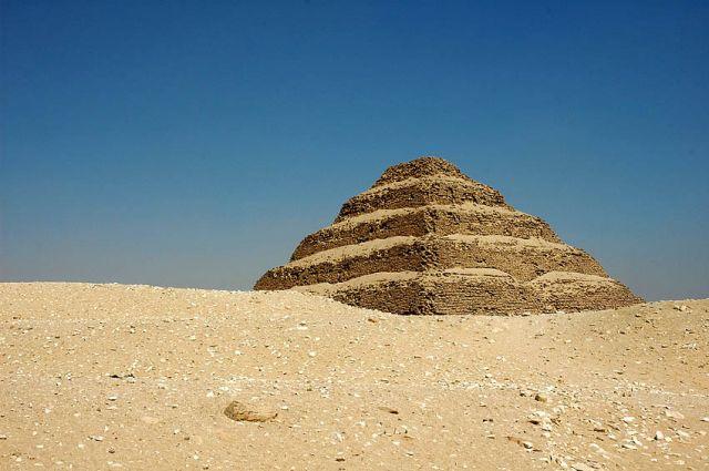 Zdjęcia: Sakkara, okolice Kairu, piramida schodkowa w Sakkarze, EGIPT