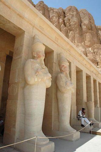 Zdjęcia: Luksor, górny Egipt, policjant w świątyni Hatszepsut, EGIPT