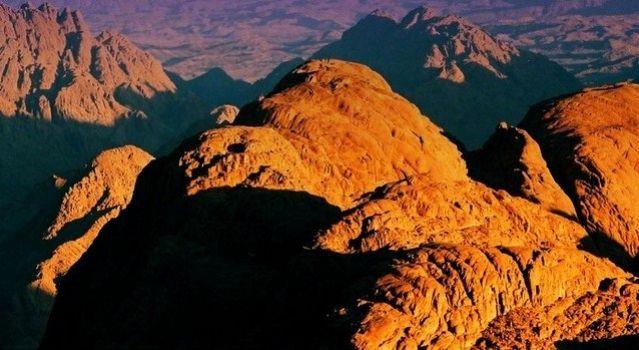 Zdj�cia: g�ra Synaj, Synaj, Widok z g�ry Synaj o wschodzie slo�ca, EGIPT