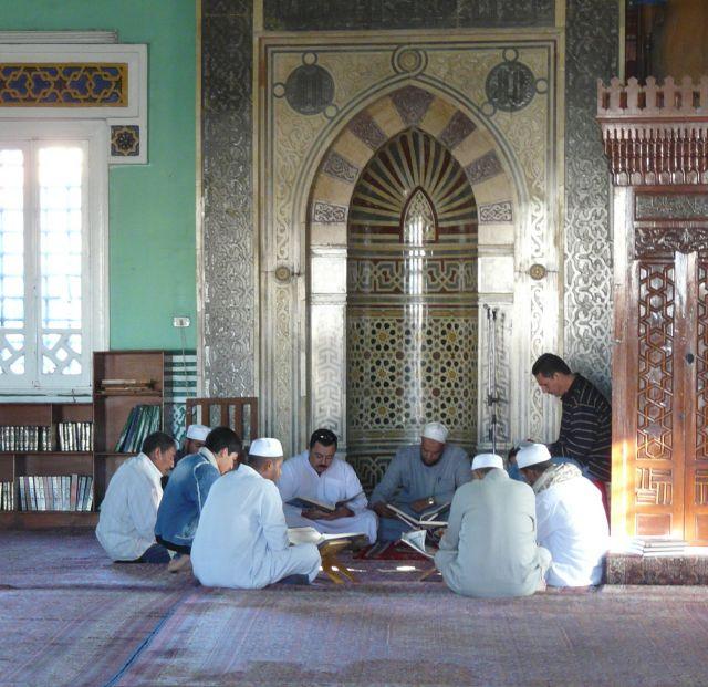 Zdjęcia: Hurghada, Afryka, Modły w meczecie, EGIPT