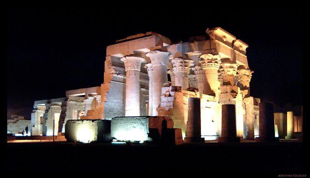 Zdjęcia: Świątynia Sobka, Kom Ombo, Świątynia nocą, EGIPT