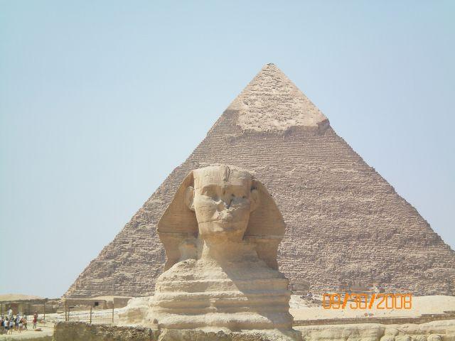 Zdjęcia: Kair, Sfinks na tle piramid, EGIPT