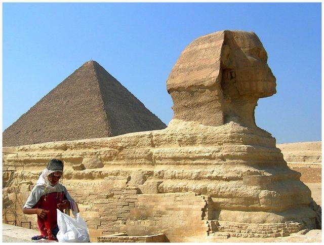 Zdjęcia: Giza,Kair, Egipt północny, Sfinks i mała elegantka, EGIPT