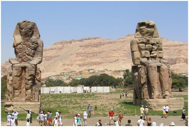 Zdjęcia: Kolosy Memnona, Egipt środkowy, Kolosy dwa, EGIPT