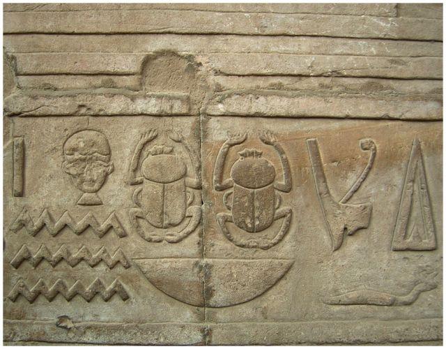 Zdjęcia: Edfu, Egipt - część wschodnia, Świątynia Horusa -  reliefy , EGIPT