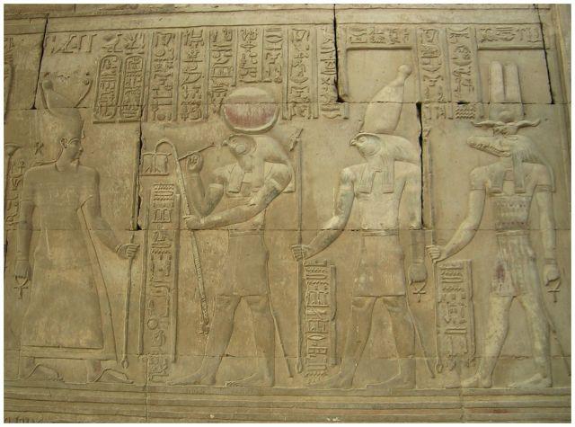 Zdjęcia: Kom Ombo , Egipt wschodni, Parada bogów - Reliefy w świątyni, EGIPT