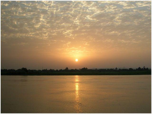 Zdjęcia: Nil, Egipt wschodni, Nil po wschodzie słońca, EGIPT