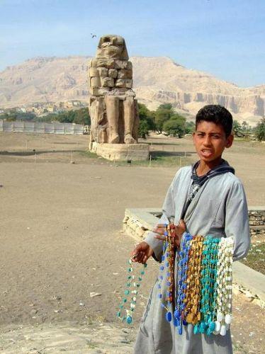 Zdjęcia: Luxor, Przed Kolosem, EGIPT