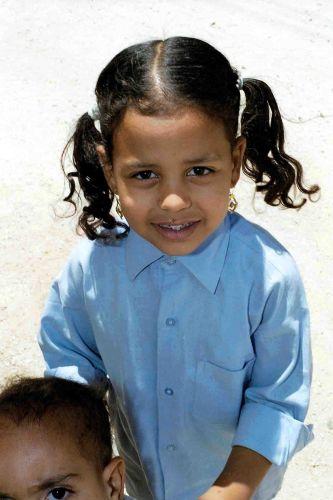 Zdjęcia: okolice luksoru, radość w dziecku, EGIPT